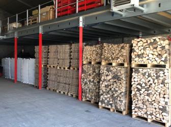 Arrivage de bois de chauffage et de granulés chez FIOULTECH
